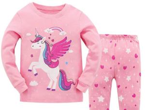 Geschenk-für-reitende-Mädchen-Einhorn-Schlafanzug-e1577458164690-300x228