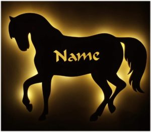 Pferde-Wandlicht-aus-Holz-300x263