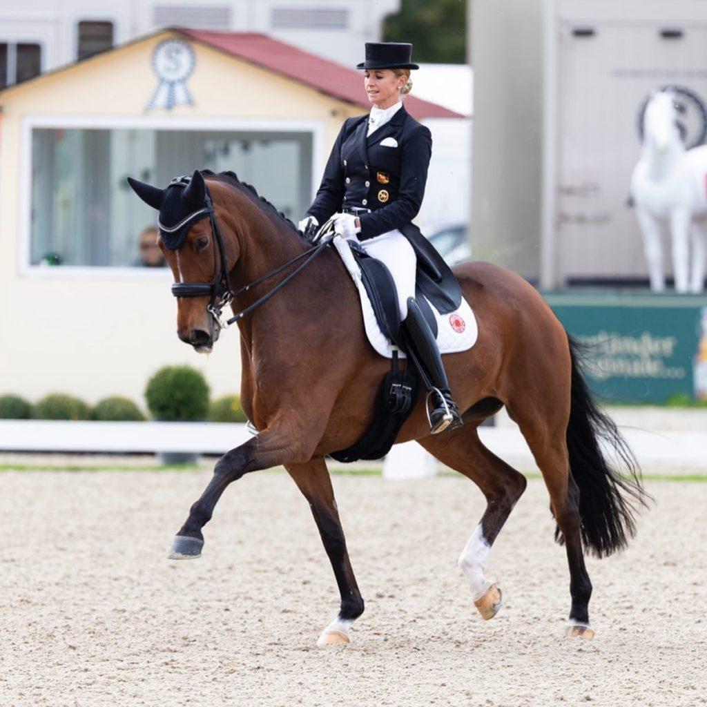 Jessica-von-Bredow-Werndl-mit-Zaire-1024x1024